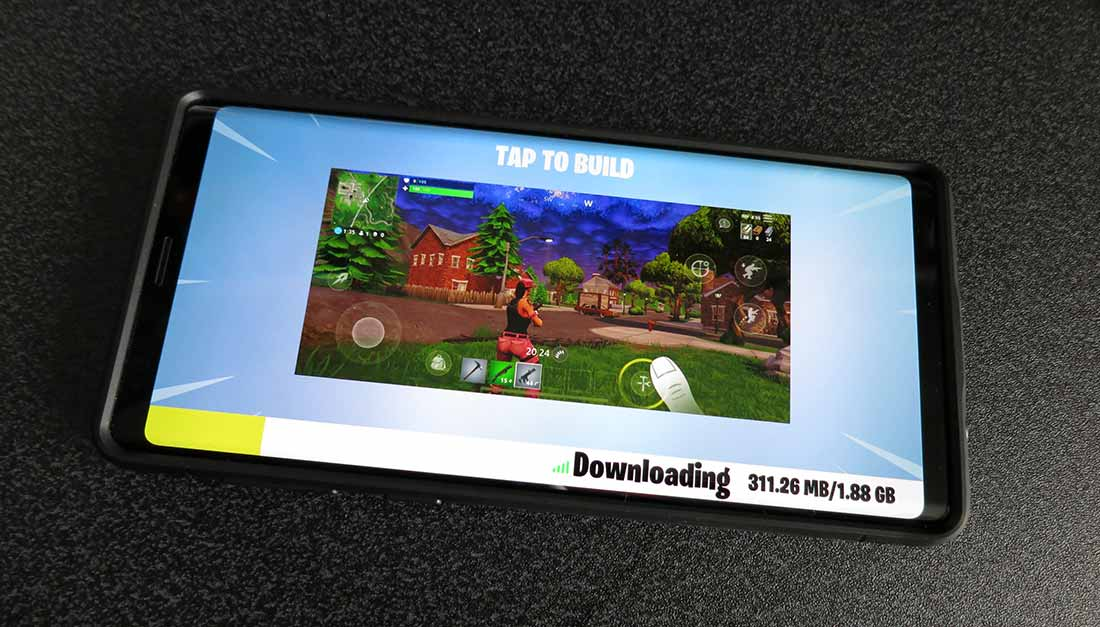 Samsung Galaxy Note 9 playing fortnite